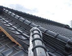 和瓦で施工された降り棟
