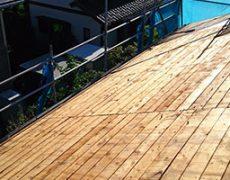 杉板で施工された野地板