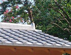 いぶし銀一文字軒瓦で施工された屋根