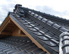 和瓦で葺かれた日本家屋