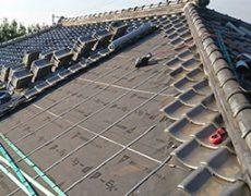 葺き直し工事途中の和瓦屋根