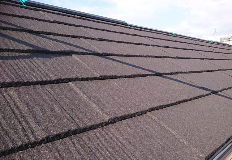 伊藤忠スカイメタルルーフウッドで葺いた屋根