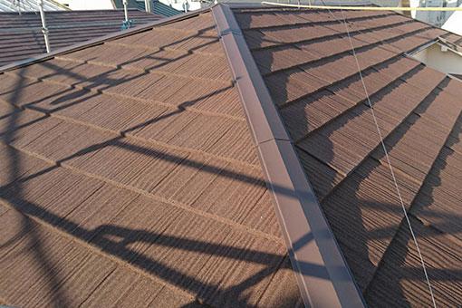 スカイメタルルーフウッドで施工された屋根