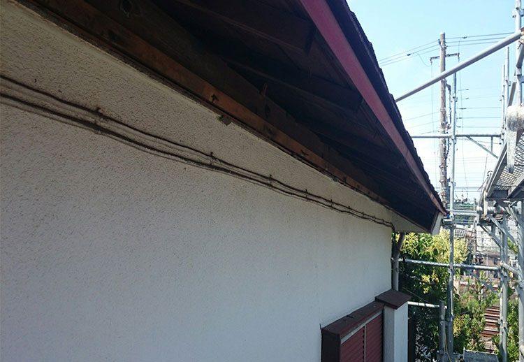 雨漏りによる破風、軒天の崩落